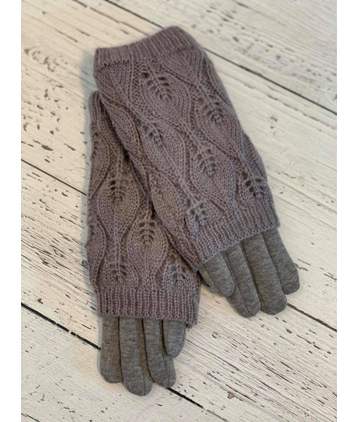 The knit sleeve glove