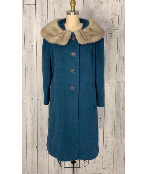 Coat with fur collar Coat with fur collar Coat with fur collar